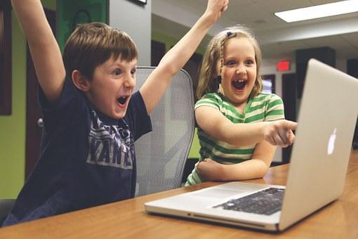 Дети за компьютером