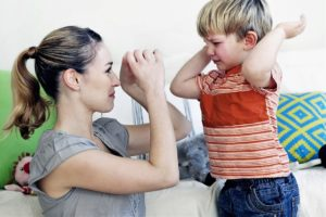 ребенок бьет маму 3