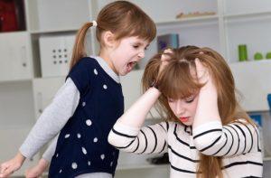 ребенок бьет маму 4